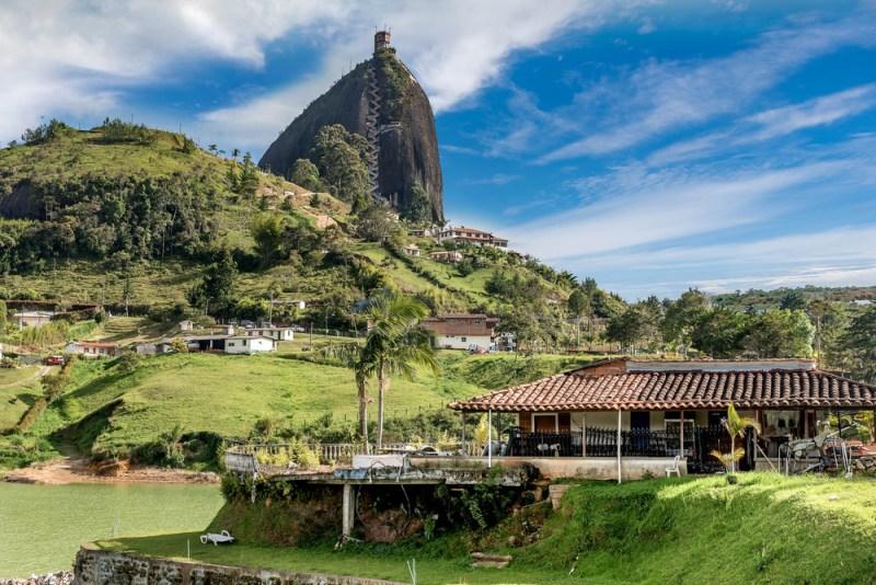 5 experiencias turísticas imperdibles para 2019 - pencc83on-de-guatape-800x534