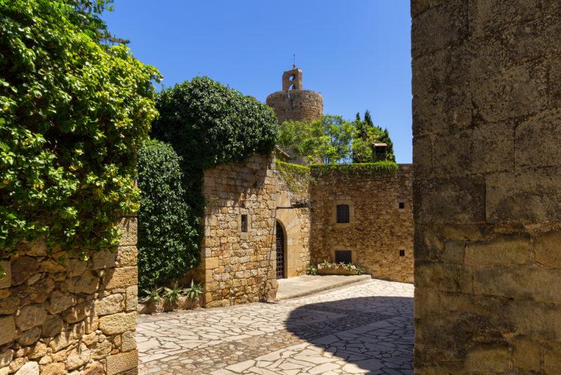 5 experiencias turísticas imperdibles para 2019 - pueblo-medieval-en-cataluncc83a-espancc83a-800x534