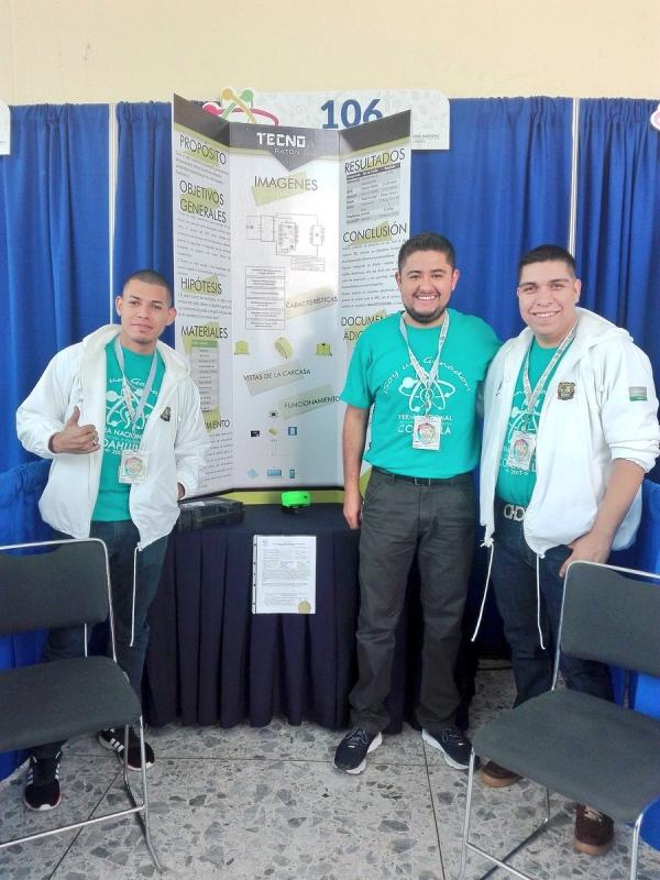 Diseñan estudiantes de ingeniería mouse inalámbrico que almacena y transfiere información - alumnos-de-ingenieria-industrial-del-instituto-tecnologico-superior-de-ciudad-acuna