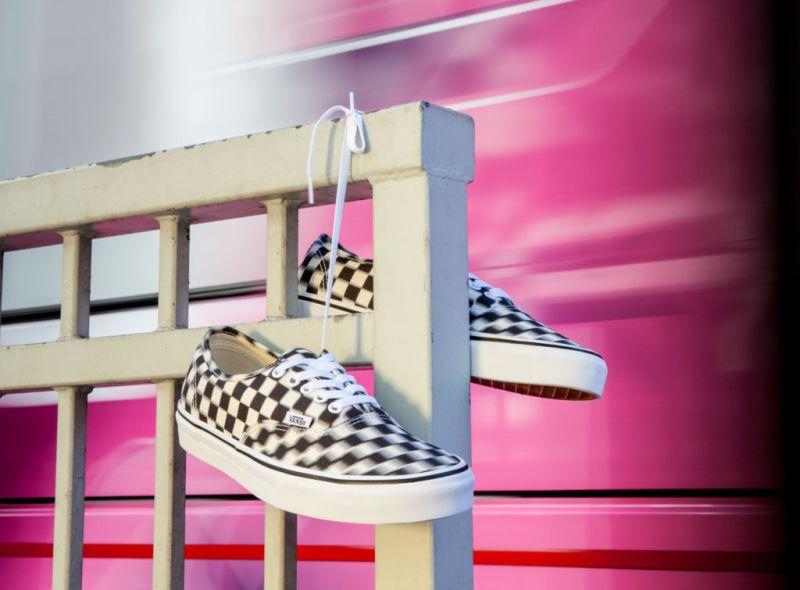 Vans presenta Blur Check Pack, una nueva versión del clásico checkerboard con un diseño distorsionado - blurcheck_black-classicwhite-800x590