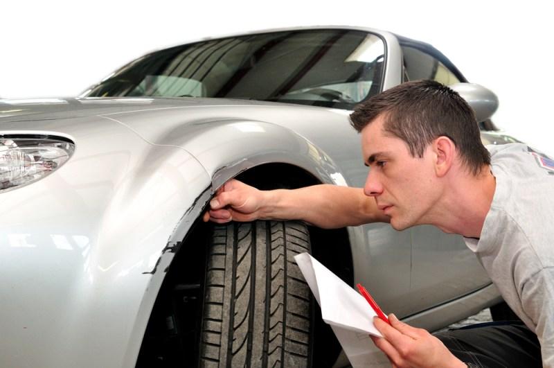 ¿Qué debe incluir mi seguro de auto obligatorio? - considerar-al-contratar-un-seguro-de-auto-800x531