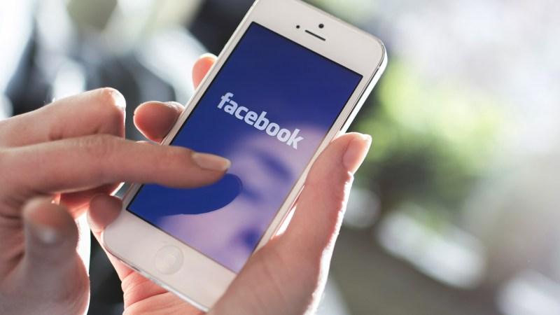 Facebook ha estado pagando a algunos usuarios por monitorear toda la actividad de sus smartphones - facebook-phone
