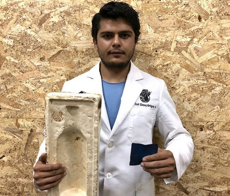 Reconocen a joven científico mexicano por crear biomaterial que se degrada en 30 días