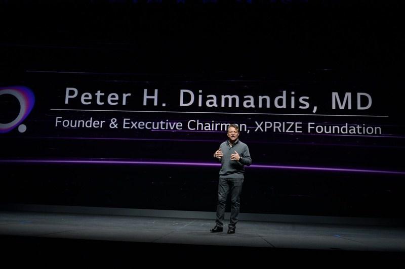 El presidente de LG comparte su visión futurista de la compañía durante el CES 2019 - keynote-xprize-chairman-01