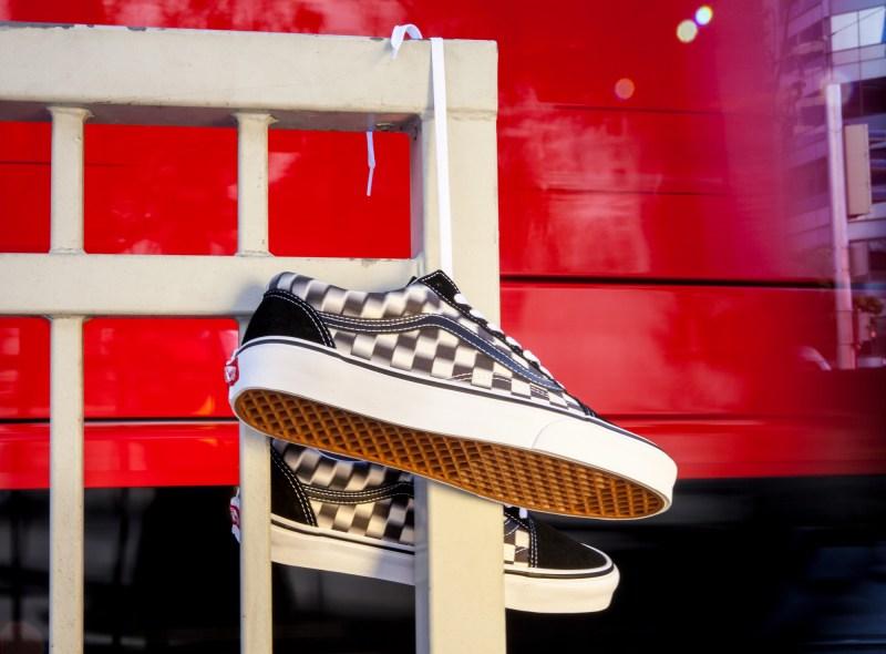 Vans presenta Blur Check Pack, una nueva versión del clásico checkerboard con un diseño distorsionado - vans-blur-check_black-classicwhite-800x590