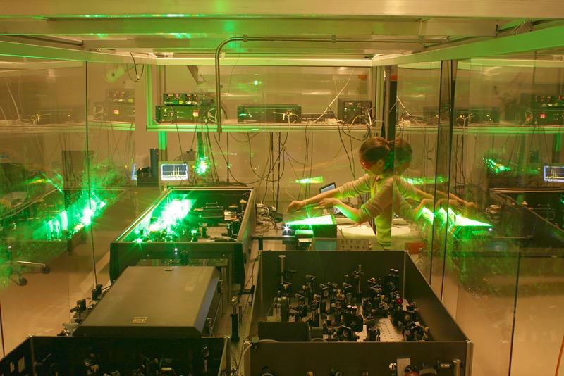 Beca Humboldt a científica mexicana para realizar estudio sobre los líquidos que se convierten en vidrio