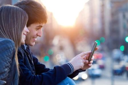 Conoce lo que hacen 9 de cada 10 adolescentes mexicanos con el celular