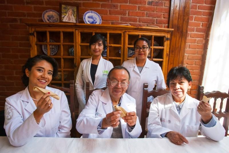 Científicos crean tortilla de cebada para ayudar en el control de glucosa en sangre - cientificos-del-instituto-politecnico-nacional-tortilla-de-cebada-800x533