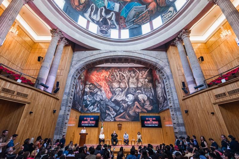 """Guillermo del Toro presenta en México """"En casa con mis monstruos"""" - en-casa-con-mis-monstruos_seleccion-para-prensa_-guillermo-del-toro_5-800x534"""