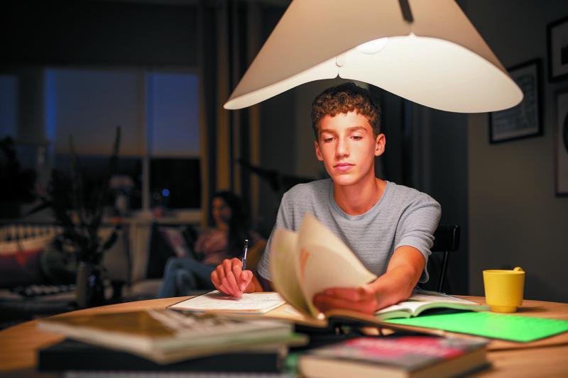 Iluminación y confort visual para tus hijos en la era tecnológica - iluminacion-confort-visual-_philips