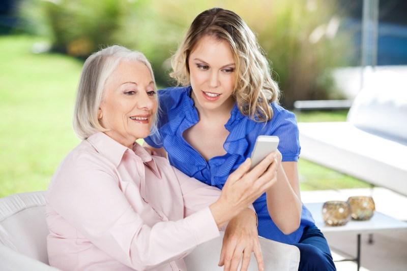 ¿Por qué un smartphone es el mejor regalo para mamá? - regalo-para-mama-smarphone-800x534