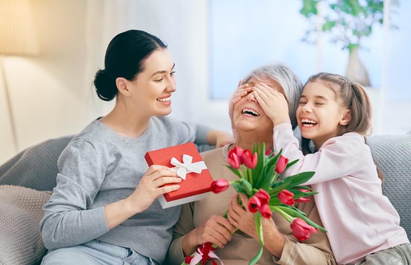 Mexicanos gastan hasta $3,000 en regalos el Día de las Madres - regalos-mama-800x515