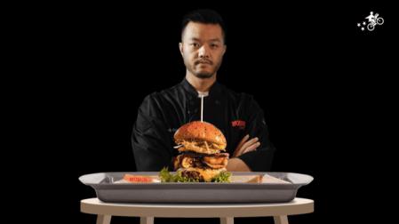 Conoce la nueva deliciosa Cantoncheese Burger creación del chef Ismael Zhu, en alianza con Postmates