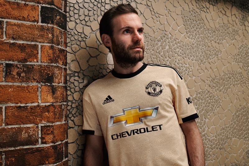 adidas y Manchester United lanzan el uniforme inspirado en el arte de la ciudad - adidas-manchester-united-800x533
