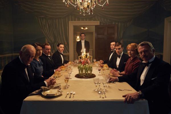 5 series de Acorn TV que te lleva desde tu sillón a destinos internacionales - and-then-there-were-none_cast-at-dinner