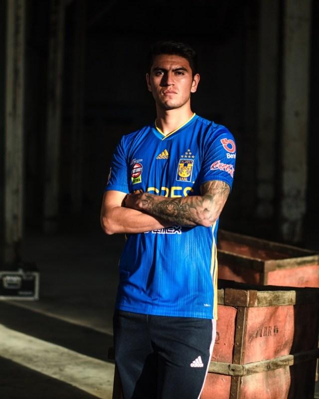 adidas presenta Jerseys de Tigres local y visitante para la temporada 2019-2020 - jersey_tigres_1-640x800