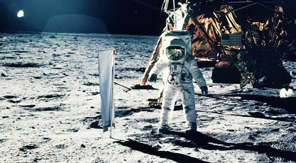 Motorola conmemora 50 años de la llegada del hombre a la Luna - motorola_2
