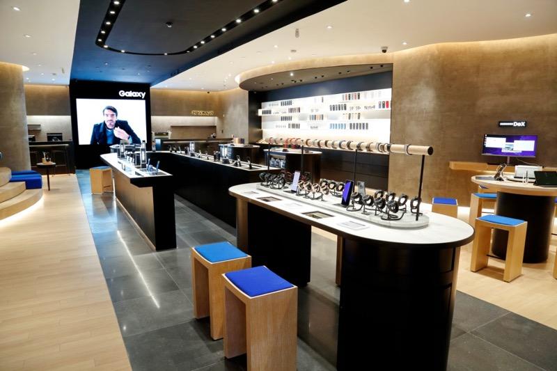 Samsung Store Perisur premiada por la revista a! Diseño - samsung-store-perisur-evista-a-disencc83o-800x533