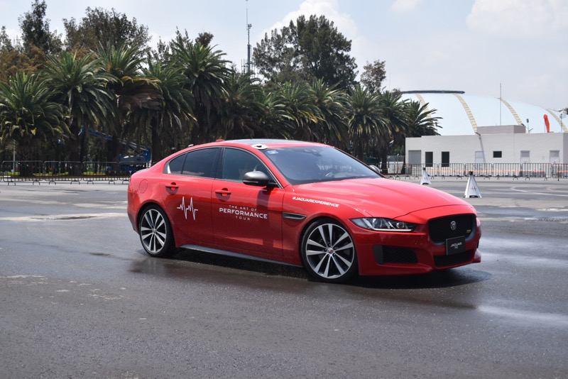 Jaguar I-PACE recibe reconocimiento en el Gran Premio Histórico de la CDMX - suvs-de-jaguar-800x534