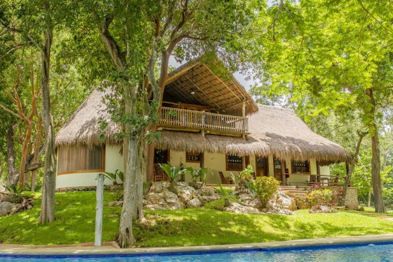 Destinos culturales en México favorito por los locales - chichen-itza-yucatan-800x534