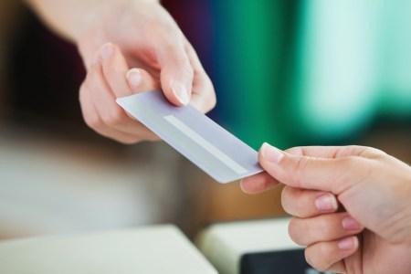 Esto es lo que necesitas saber antes de tu primera tarjeta de crédito