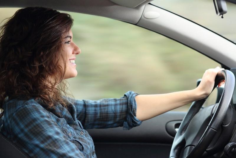 Mujer al volante: estereotipo constante ¡El fin del mito de las conductoras! - mujer-al-volante-800x534