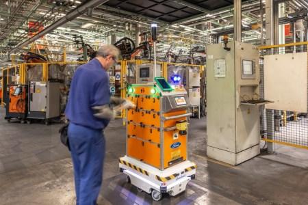 Los robots autónomos móviles no reemplazan, transforman, el trabajo de las personas