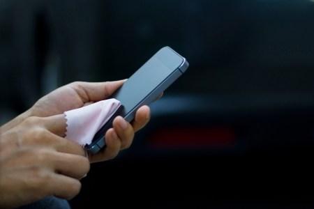 ¿Cómo evitar la presencia de virus y bacterias en el smartphone?