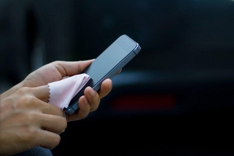 ¿Cómo evitar la presencia de virus y bacterias en el smartphone? - como-evitar-presencia-de-virus-y-bacterias-telefonos-inteligentes-800x534