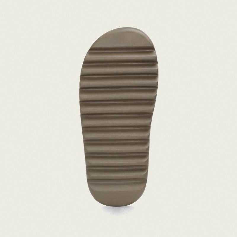 adidas + KANYE WEST anuncian el lanzamiento de YEEZY SLIDE Earth Brown y YEEZY SLIDE Resin - adidas_kanye_west_fv8425_bt_adiapp