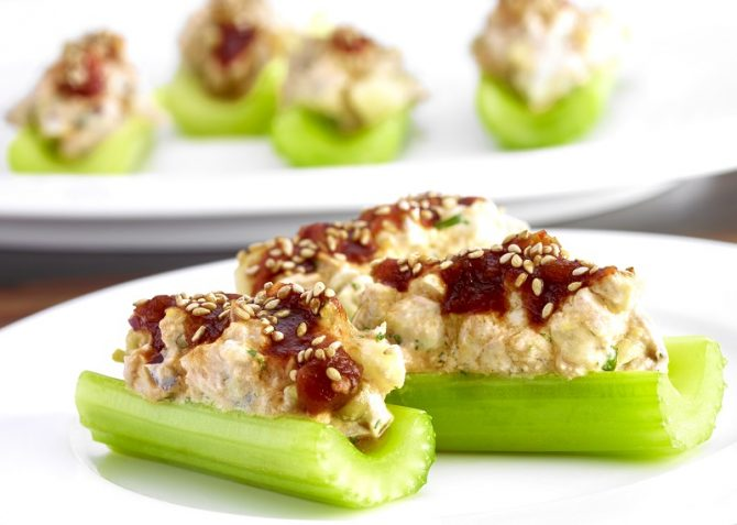 Recetas de cocina indispensables para Semana Santa - barra-de-apio-con-atun-al-chipotle