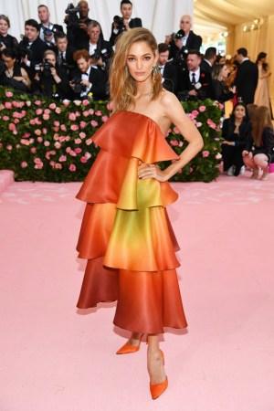 Mango colabora con Sofía Sánchez de Betak en la subasta benéfica vestido que llevó en la gala del MET
