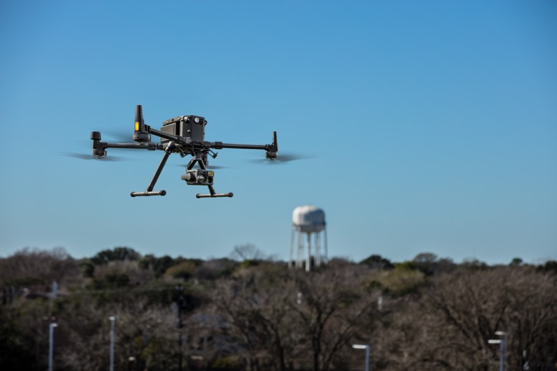DJI lanza Matrice 300 RTK, el nuevo dron de uso industrial más avanzado - dji-m300-in-flight