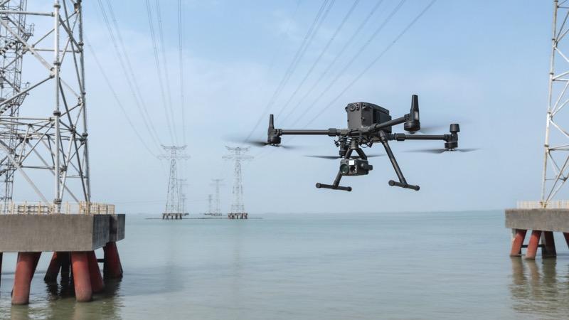 DJI lanza Matrice 300 RTK, el nuevo dron de uso industrial más avanzado - dji-matrice-300-at-work-800x450