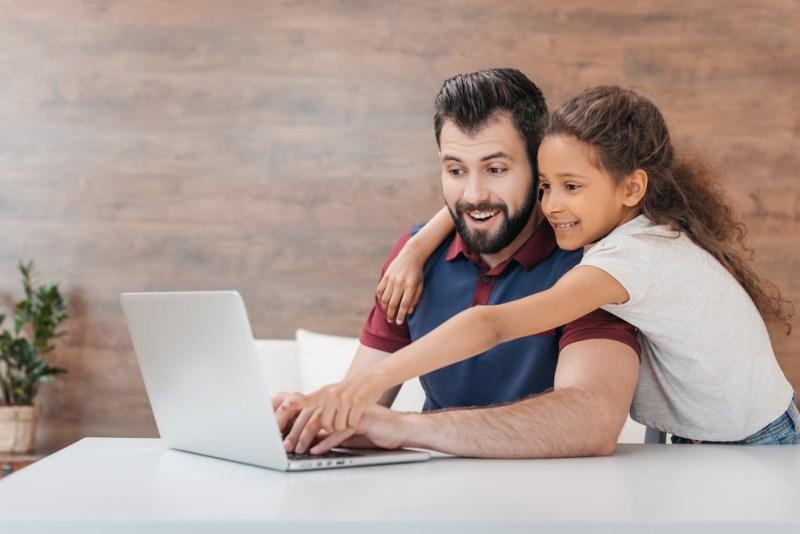 ¿Sin regalo para papá? Consiéntelo con un curso en línea, será una herramientas para el futuro - curso-en-linea-dia-del-padre-800x534