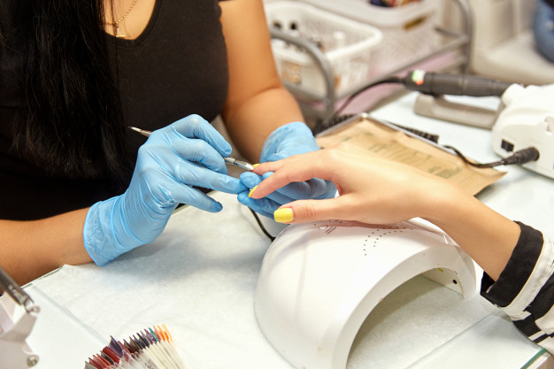 4 cursos online para generar ingresos extra en la nueva normalidad - aprende-manicure
