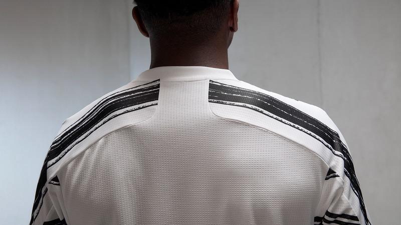 adidas presenta uniformes de clubes internacional para la temporada 2020/21 - juventus-2021-home-jersey-2