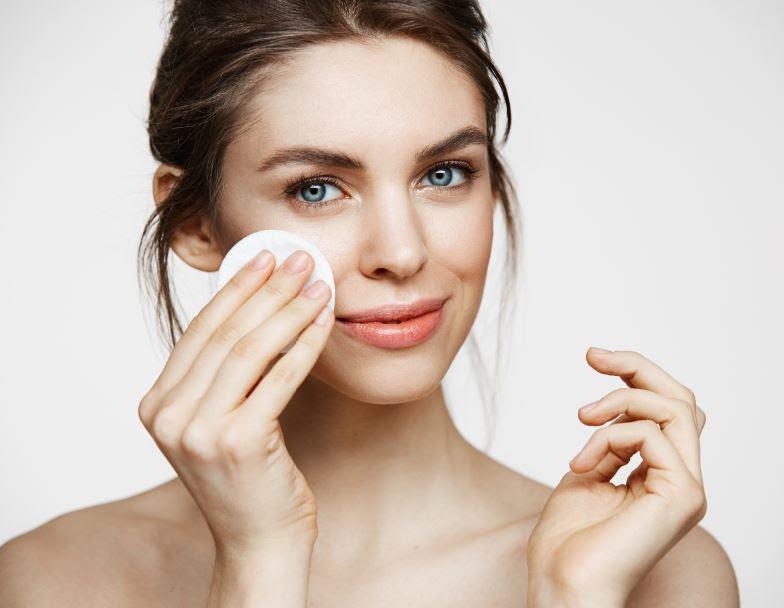 Beneficios de la menta en la rutina diaria en pieles grasas - rutina-diaria-productos-skincare-menta