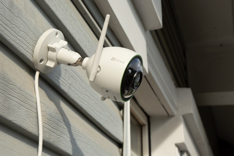 5 dispositivos indispensables para la seguridad de la casa - camara_ezviz-800x533