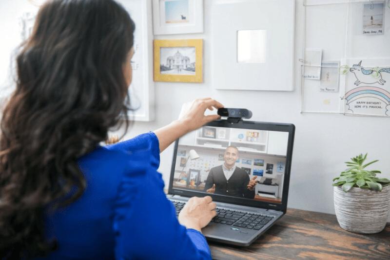 5 reglas de etiqueta en videoconferencias que te harán todo un profesional del Home Office - reglas-videoconferencias-800x533