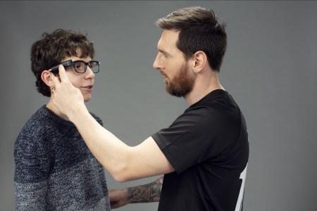 Lionel Messi promueve el uso de la tecnología para personas con discapacidad visual