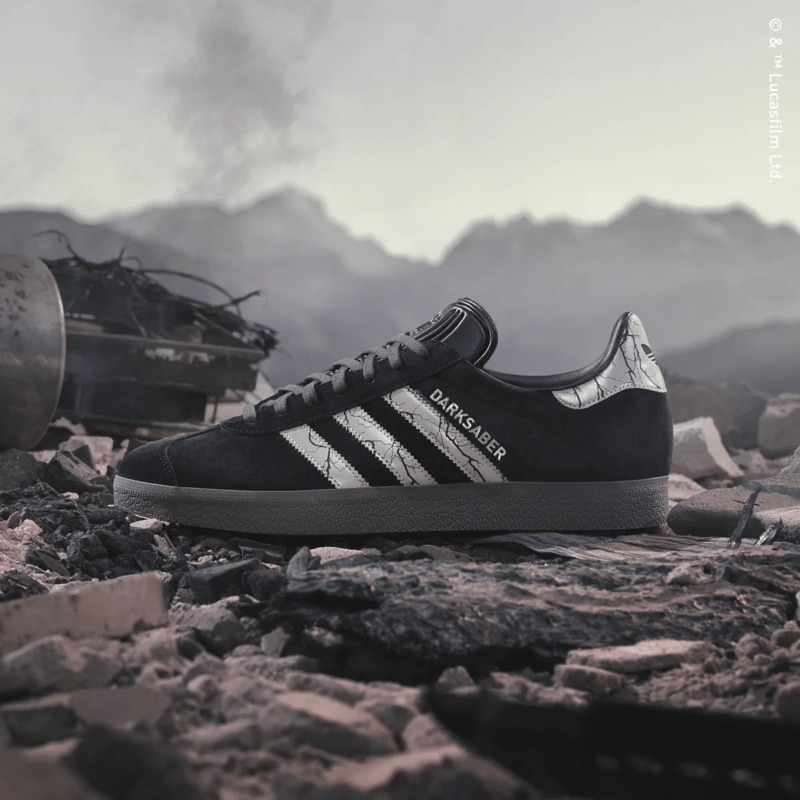 Star Wars: The Mandalorian Collection llega a México ¡conoce calendario de lanzamientos y venta! - darksaber-adidas_star-wars_the_mandalorian_collection_2