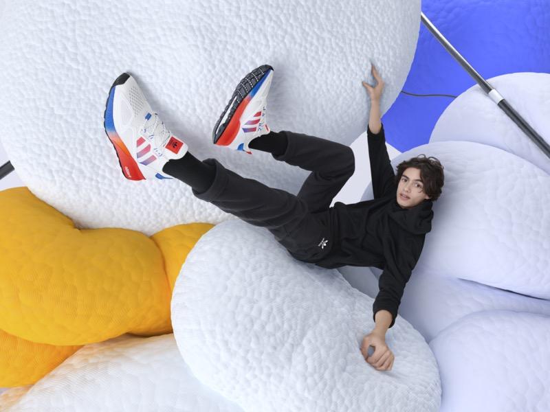 adidas lanza nuevas siluetas ZX 2K con más energía, más amortiguación, más comodidad - fullbody_zx_2k_adidas_originals_