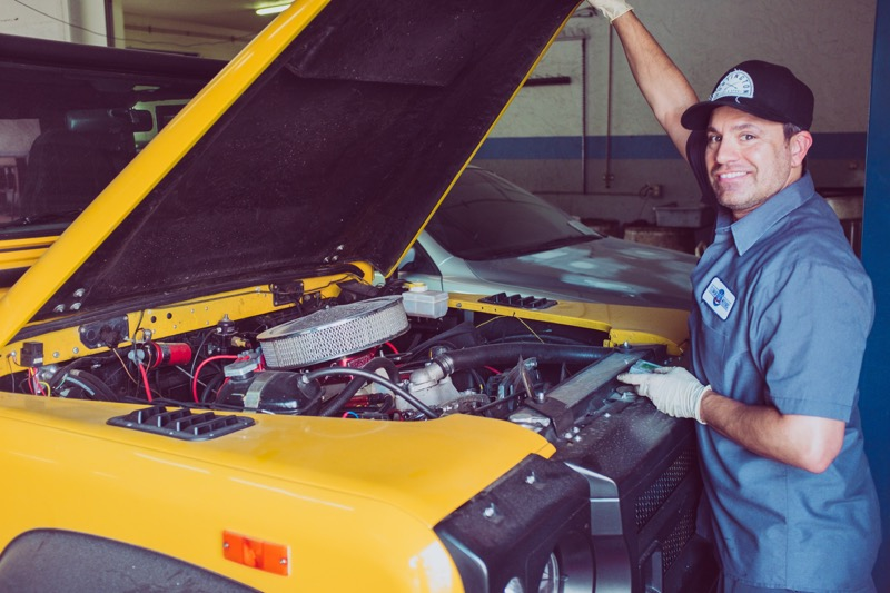 ¿Cómo elegir un buen taller mecánico automotriz? - mecanico-800x533