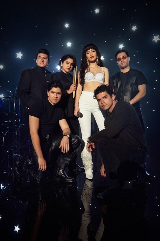 Selena: La Serie llega a Netflix el 4 de diciembre de 2020 - selena_la-serie-netflix-533x800
