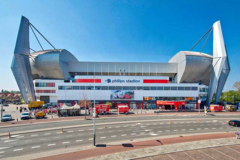 El club de fútbol holandés PSV busca combatir el COVID-19 instalando iluminación UV-C de Signify - estadio-philips-800x533