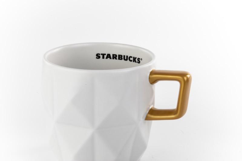 Starbucks tiene opciones perfectas para regalar en esta época - starbucks_taza-blanca-800x533