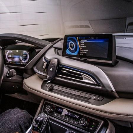 Recarga tu Smartphone inalámbricamente en el auto