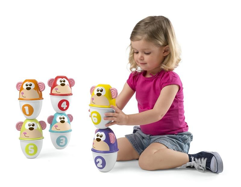 Beneficios de los juguetes en el desarrollo cognitivo de los bebés - monkey-strike-1