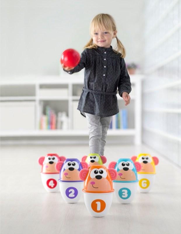 Beneficios de los juguetes en el desarrollo cognitivo de los bebés - monkey-strike-2